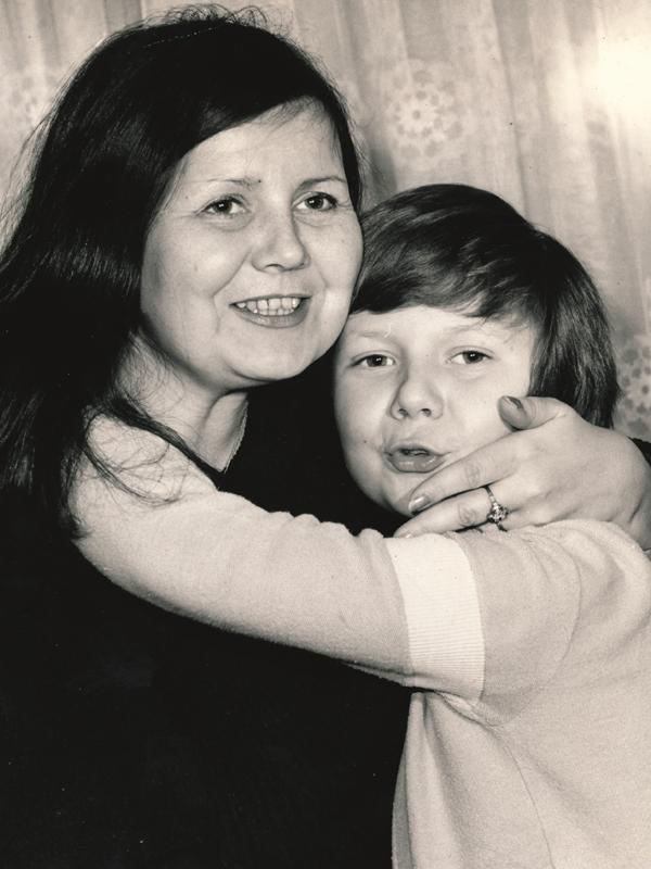 Tomáš Holý s maminkou